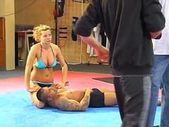 Roxy Rules belly punching backstage video