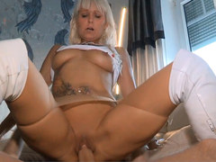 NIghtkiss66 is a hot MILF on the prowl for young studs!
