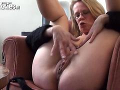 Solo blonde gilf crams a dildo in her old pussy