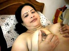 Indian babe with big boobs still has it