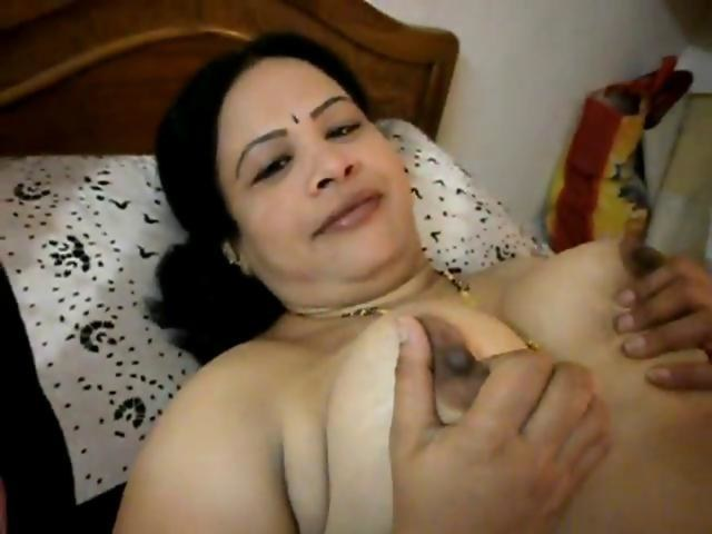 Big indian aunty boobs