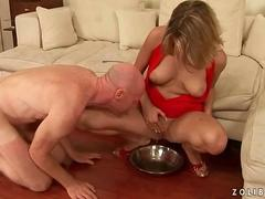 Kinky blonde sluts gets dirty with a old guy