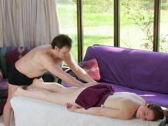 Muscled dude fucks cute girl after relaxing massage