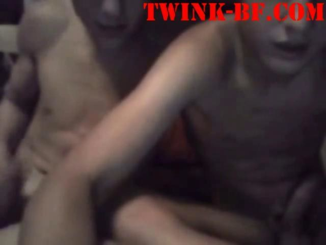 Twink sex cousins sucked off together