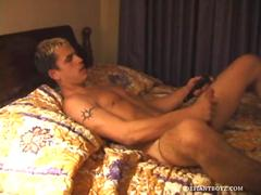 Little gay guy fingers his ass and works his cock in bed