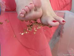 Anny Aurora Loves Her Toes Sucked Before Giving Footjob
