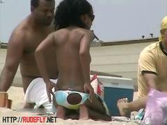 Candid beach camera filmed a horny nudist