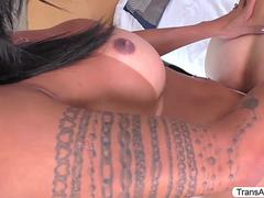 Busty Brazilian TS Isabelly Ferreira slams her BFs ass