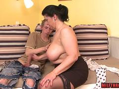 Hairy mature blowjob with cumshot