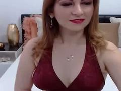 Sexy gorgeous shemale expose her nice round tits live