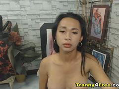 Horny Tranny Does an Amazing Self Suck