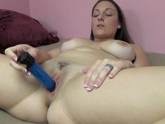 Brunette MILF Melanie Hicks is fucking her big blue toy